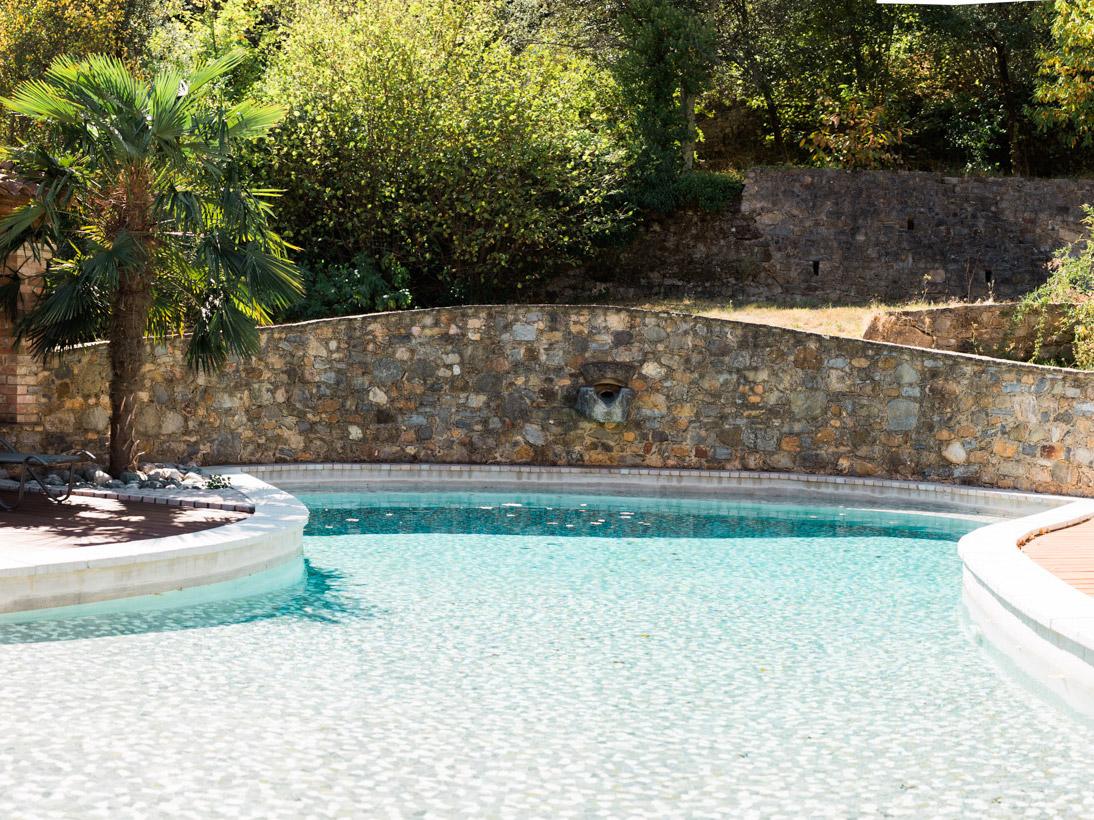 Piscine terminée, création d'un pool house à côté